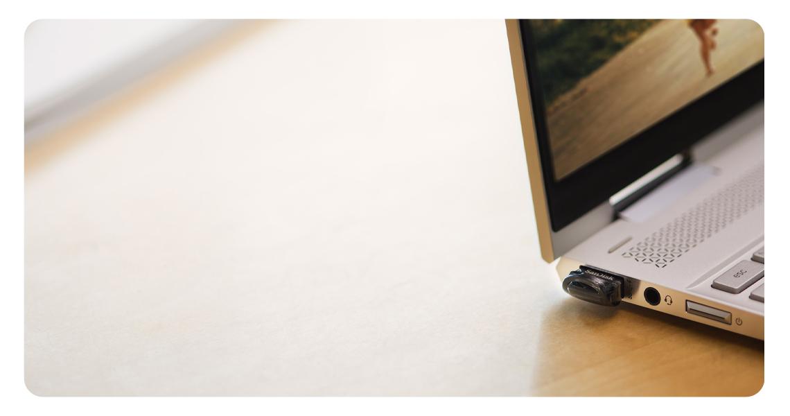 Der USB 3.0 und 2.0 Stick mit Software SanDisk SecureAccess zum Schutz der Daten Lesegeschwindigkeiten von 130MB/s Ultra Fit 64GB