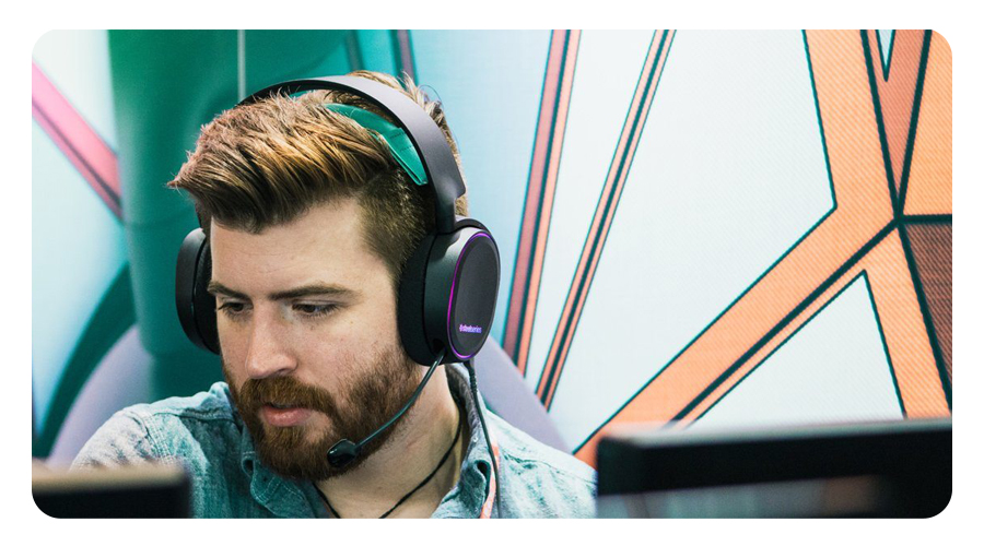 Die AirWeave Hörmuscheln des Kopfhörers STEELSERIES Arctis 5 Gaming Headset